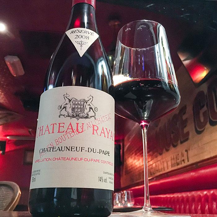 Domaine Château Rayas, Châteauneuf-Du-Pape. Vins mythiques et superbe carte des vins au The Glue Pot à Reims.